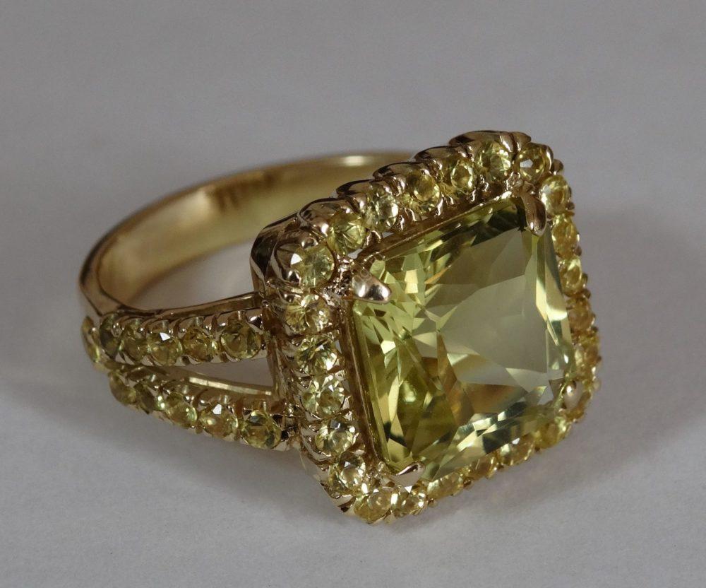 Кольцо с лимонным кварцем и жёлтыми сапфирами 1